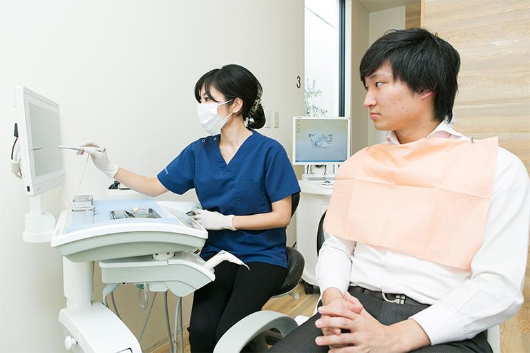 女性医師の繊細な治療